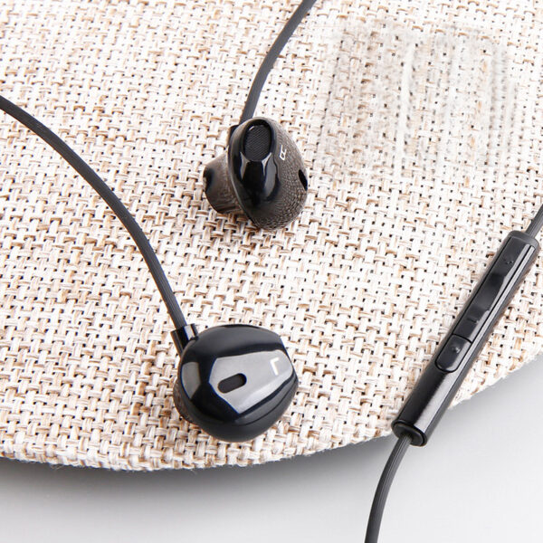 In Ear Heavy Subwoofer Stereo Music Phone Headphone With Microphone BTE12